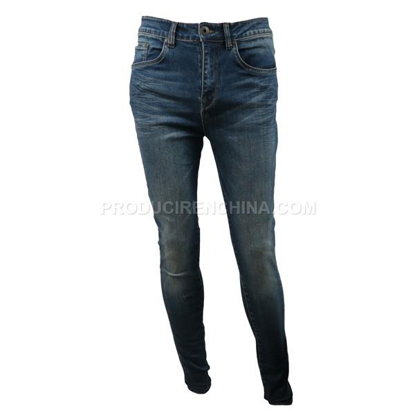 Slim fit pantalón de jeans. Cómodo y suave.