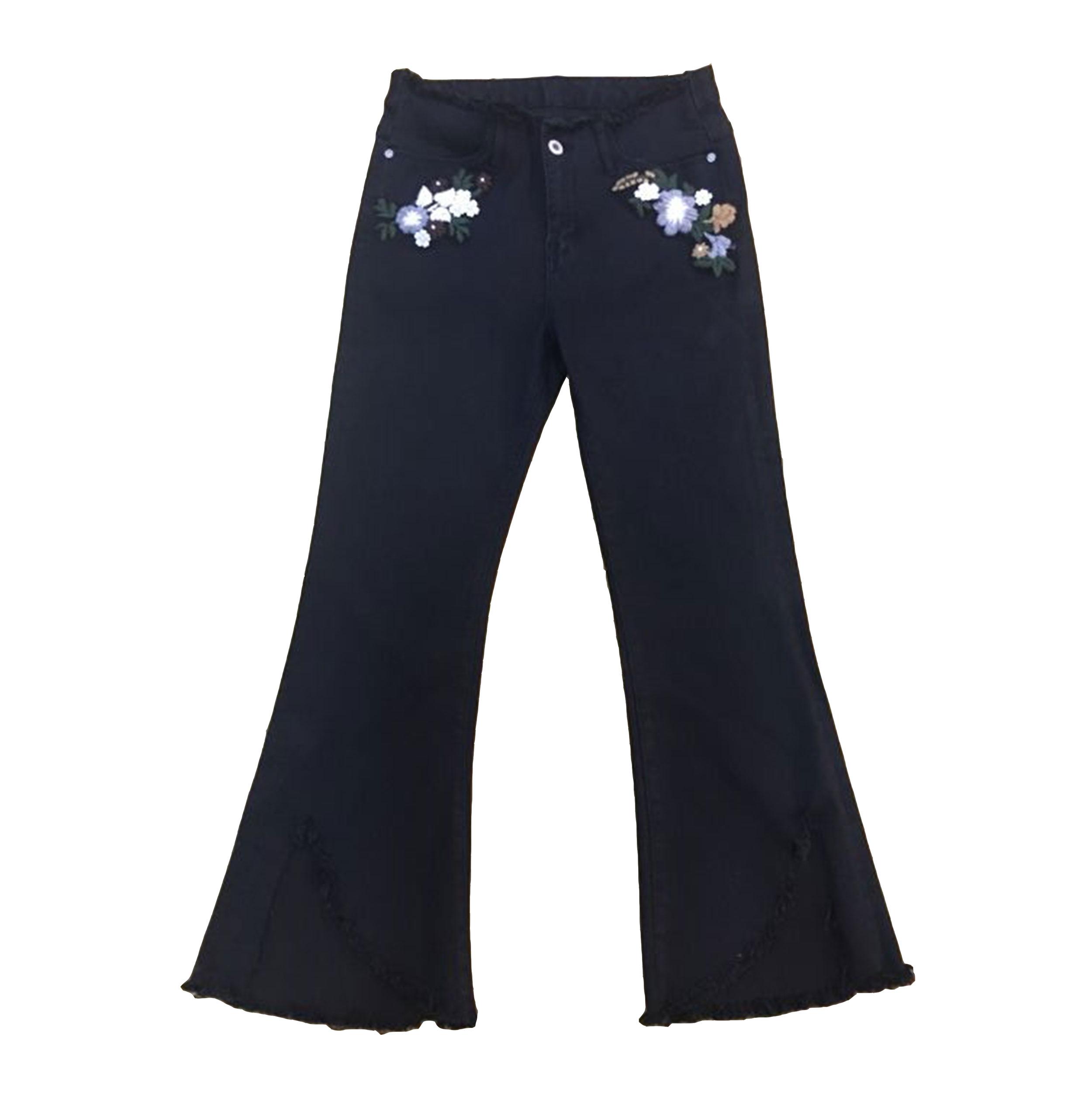 Pantalón bordado con diseño moderno